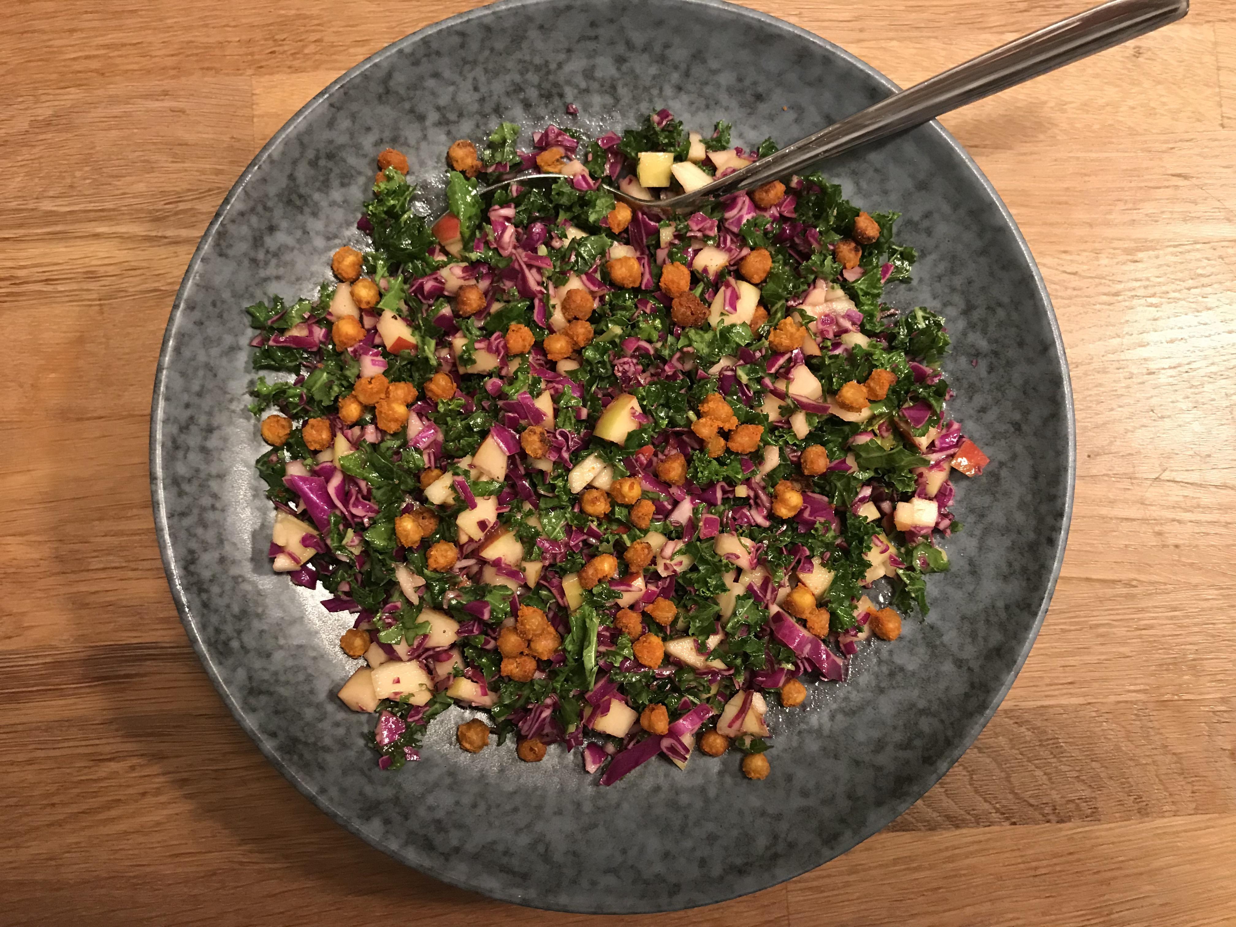 Salat Med Grønkål Spidskål Og æble Kostvejleder Anne Lindhardsen